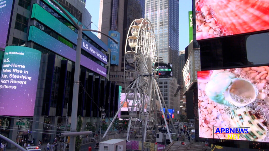A Giant Ferris Wheel Is Now In Operation in NYC's Times Square